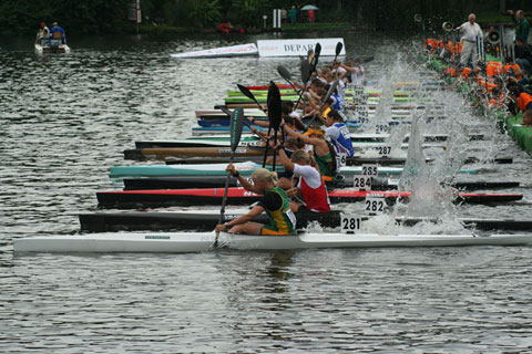 Marathon racing: Kayakers at the start of a marathon race.