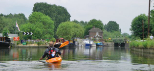 Places to kayak and canoe in London